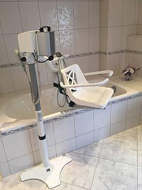 badewolke der elektrische schwenklift aqua 100 badewolke. Black Bedroom Furniture Sets. Home Design Ideas